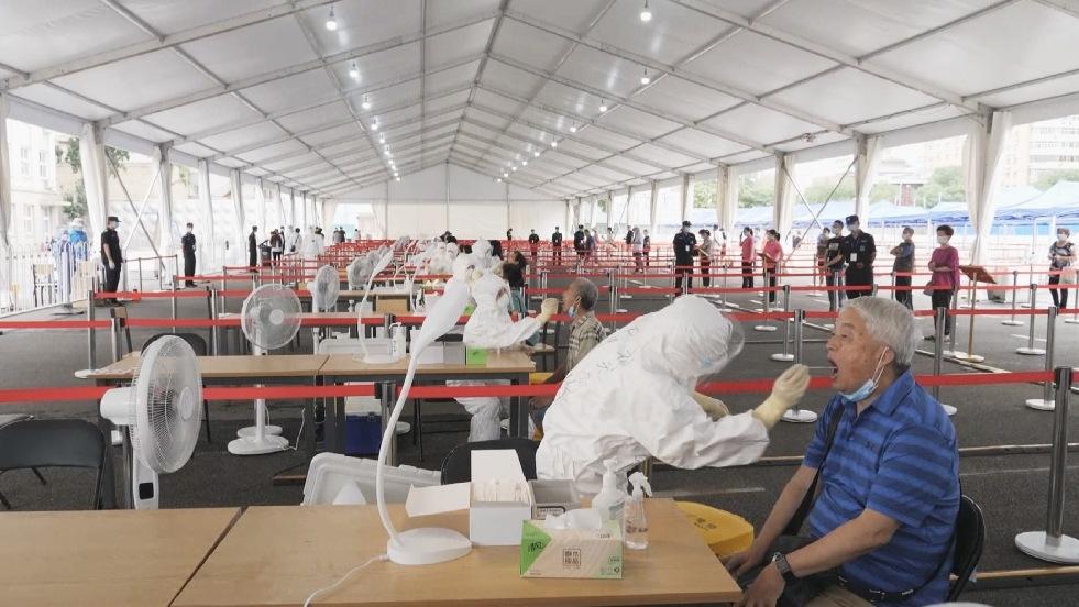 ВОЗ предупреждает: новая вспышка коронавируса в Пекине может запустить следующую волну эпидемии