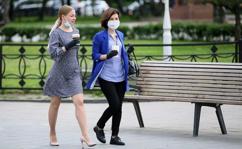Вирусолог уточнил, нужно ли носить маски во время прогулок
