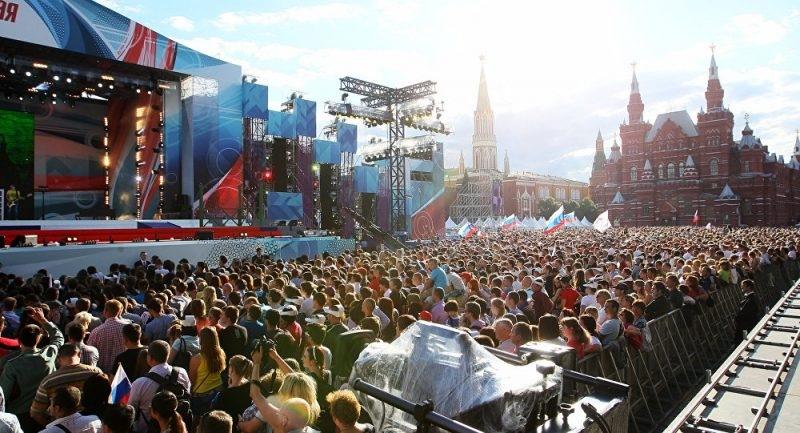 День России 12 июня отменят праздничным концертом на Красной площади