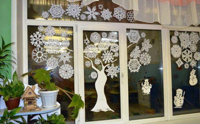 Лучшие идеи как украсить окна к Новому 2021 году